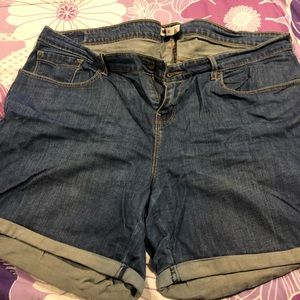 EUC LEVIS Medium Wash Shorts